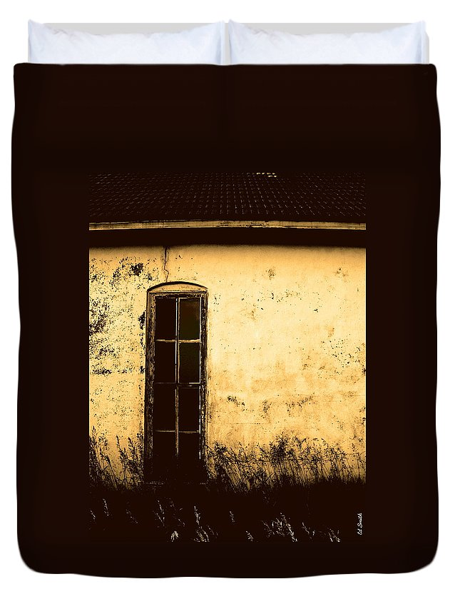 No One's Home Duvet Cover featuring the photograph No One's Home by Ed Smith