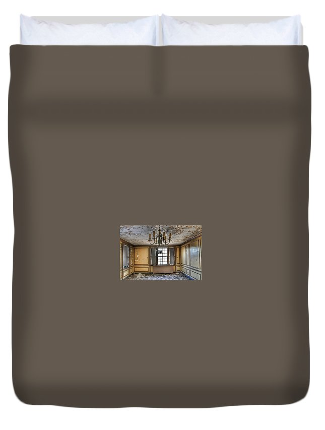 Abandoned Duvet Cover featuring the photograph Northburg 04 by Asylum Steve
