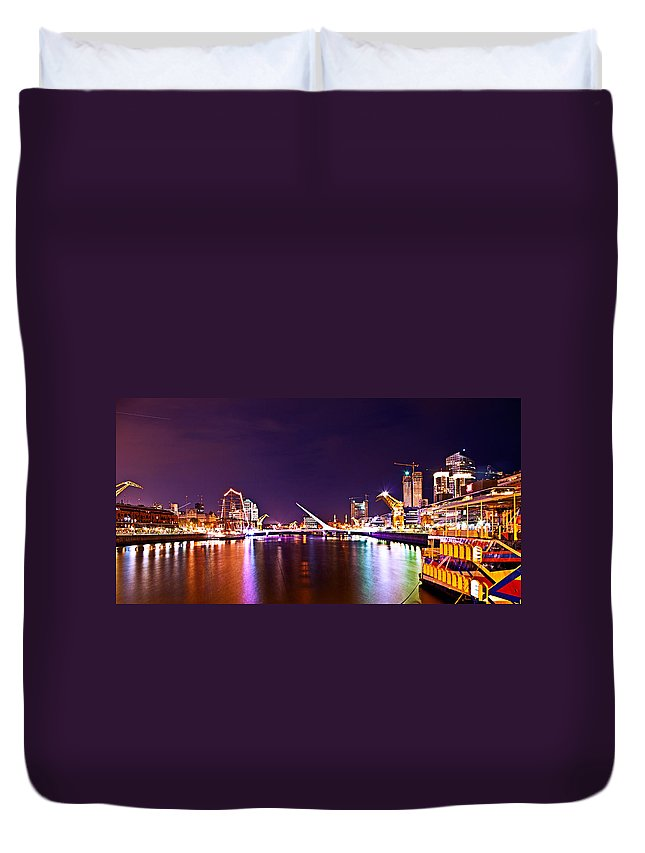 Buenos Duvet Cover featuring the photograph Nothing But Lights by Francisco Colon