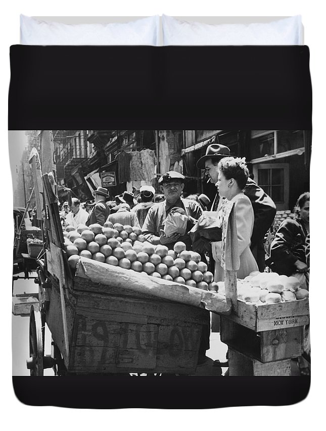 1940's Duvet Cover featuring the photograph Ny Push Cart Vendors by Underwood Archives