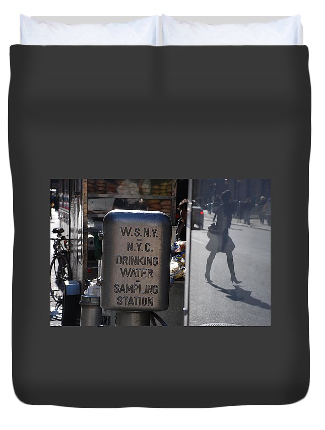 Street Scene Duvet Cover featuring the photograph Nyc Drinking Water by Rob Hans