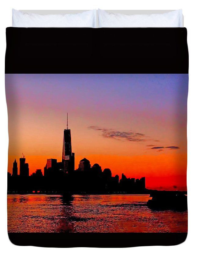 Recent Duvet Cover featuring the photograph Nyc Sunrise by Geraldine Scull