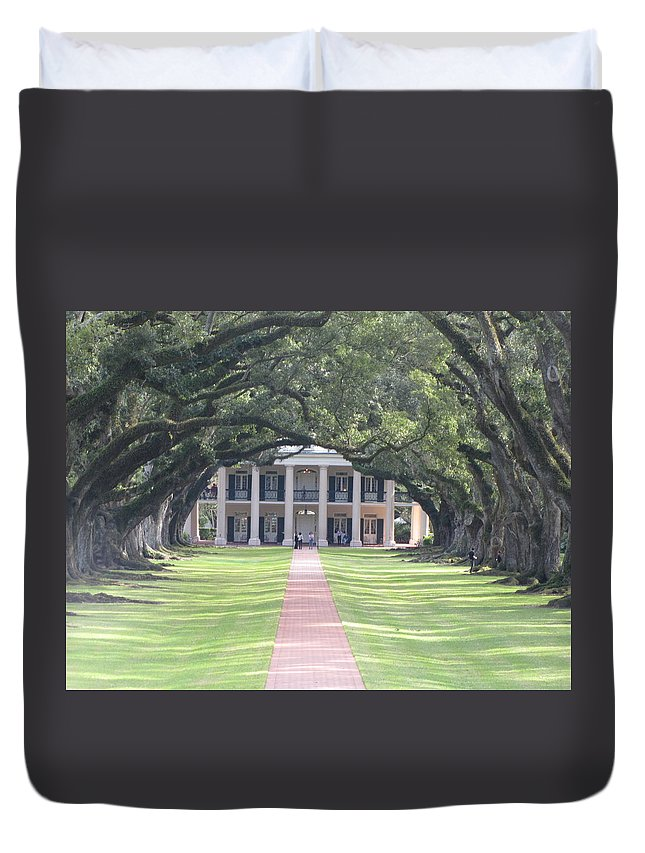 Plantation Homes Duvet Cover featuring the photograph Oak Alley Plantation by Michelle Powell