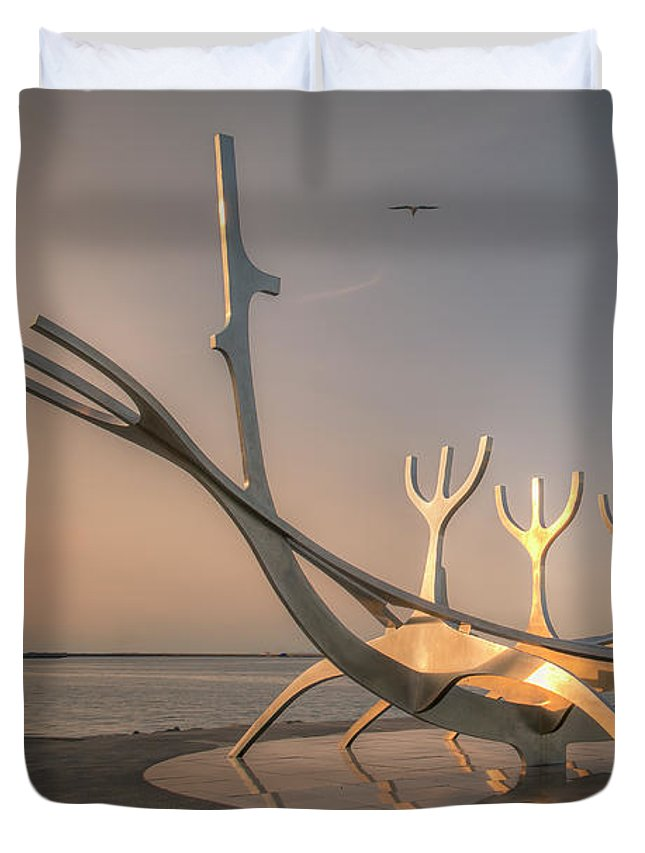 Sun Voyager Duvet Cover featuring the photograph Ode To The Sun 0635 by Kristina Rinell