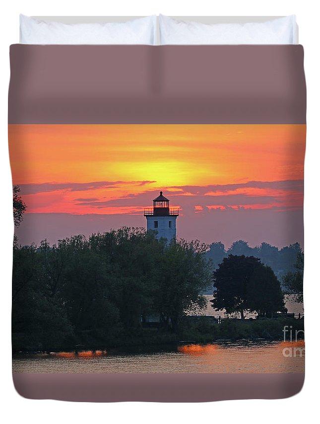 Ogdensburg Lighthouse Duvet Cover featuring the photograph Ogdensburg Lighthouse At Sunset 6695 by Jack Schultz