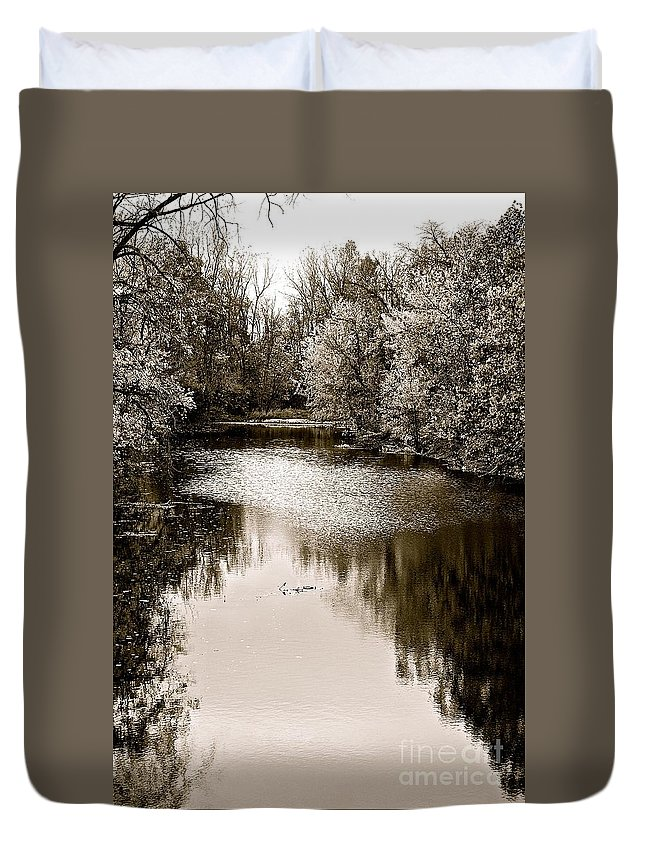 Black And White Landscape Of Ohio Creek Near Lima Duvet Cover featuring the photograph Ohio Autumn Bw by Christine Scott