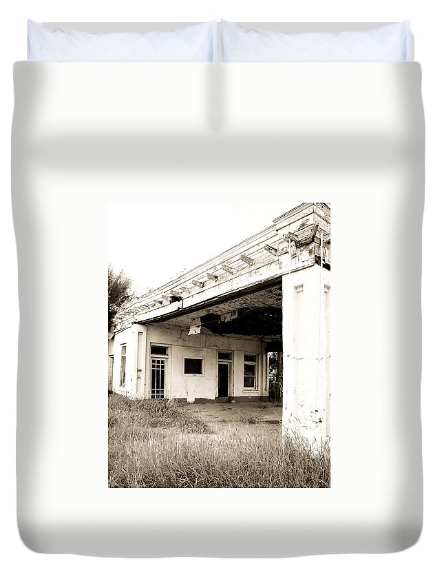 Americana Duvet Cover featuring the photograph Old Art Deco Filling Station by Marilyn Hunt