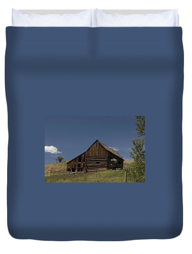 Old Barn Duvet Cover featuring the photograph Old Barn 2 by Sara Stevenson