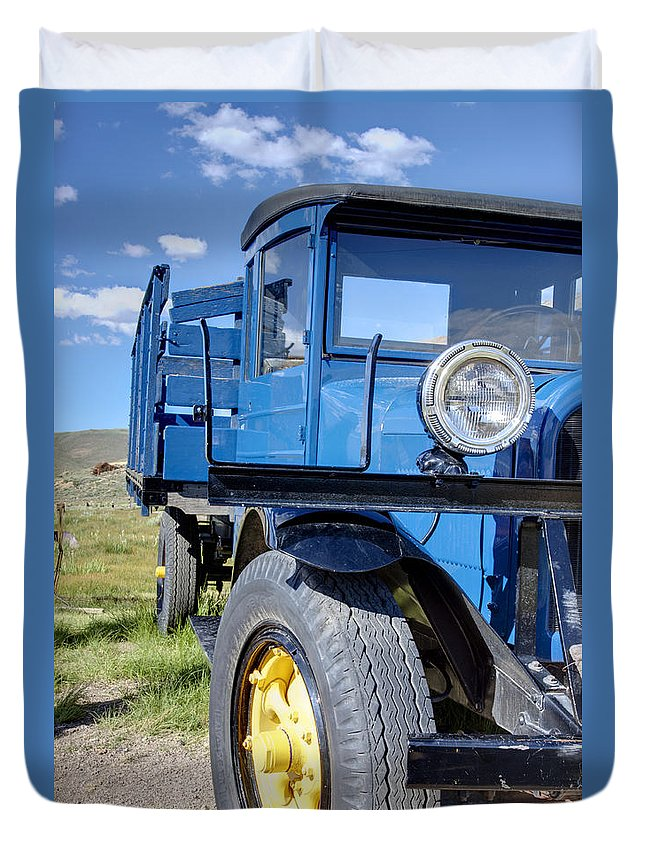 Bodie Duvet Cover featuring the photograph Old Blue by Ricky Barnard
