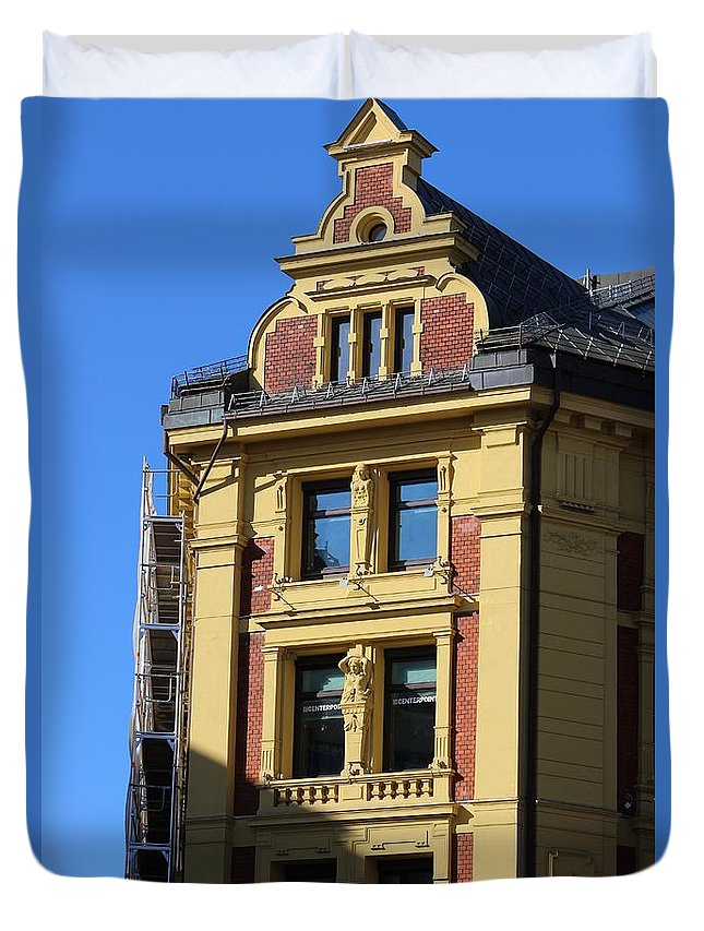 Shadow Duvet Cover featuring the photograph Old Building by Haniet Cordovi