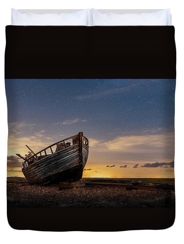 Dungeness Duvet Cover featuring the photograph Old Dungeness Fishing Boat Under The Stars by David Attenborough