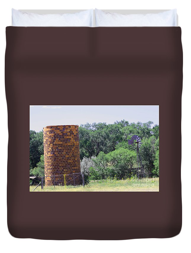 Old Farm Duvet Cover featuring the photograph Old Farm by Tommy Anderson