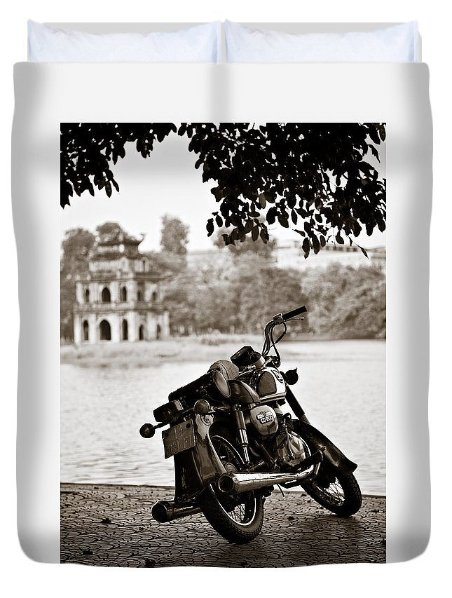 Honda Duvet Cover featuring the photograph Old Honda by Dave Bowman