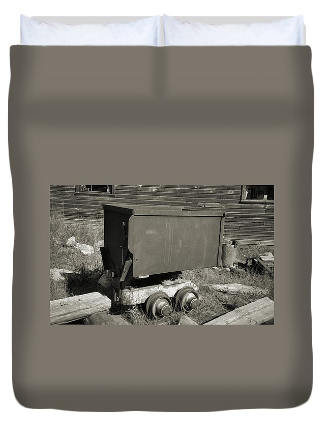 Ore Cart Duvet Cover featuring the photograph Old Mining Cart by Richard Rizzo
