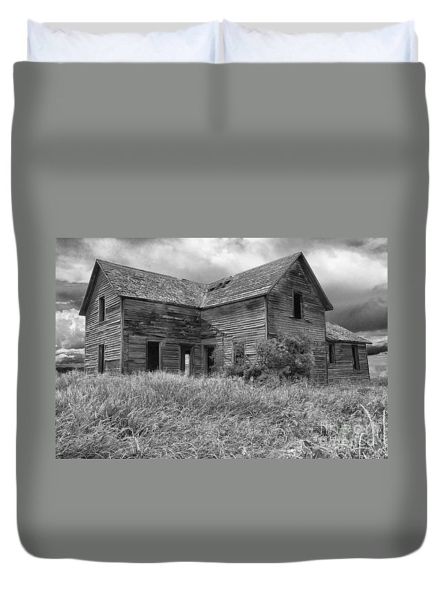 Hdr Duvet Cover featuring the photograph Old Montana Farmhouse by Sandra Bronstein