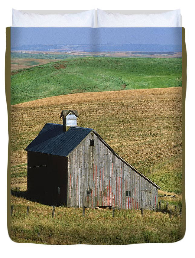 Palouse Duvet Cover featuring the photograph Old Palouse Barn by Sandra Bronstein