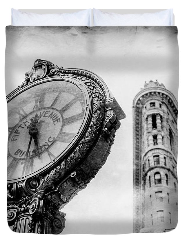 Flatiron Building Duvet Cover featuring the photograph Old Time's Sake by Az Jackson