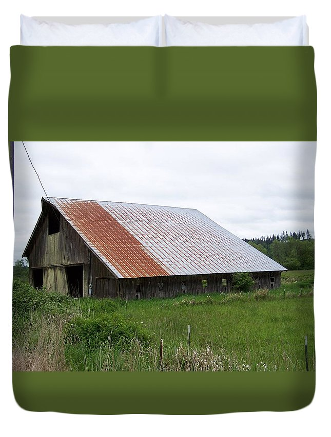 Barn Duvet Cover featuring the photograph Old Tin Roof Barn Washington State by Laurie Kidd