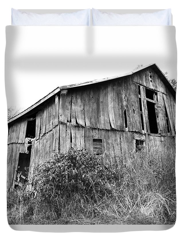 Barn Duvet Cover featuring the photograph Old West Virginia Barn Black And White by Lorraine Baum