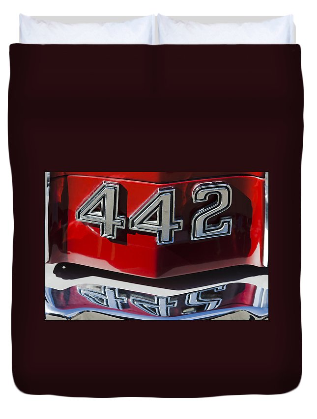 Oldsmobile 442 Duvet Cover featuring the photograph Oldsmobile 442 Muscle Car Emblem by Jill Reger