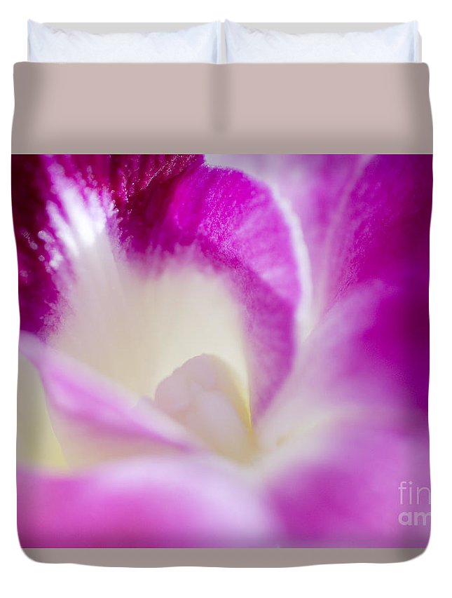 83-pfs0173 Duvet Cover featuring the photograph Orchid Abstract by Ray Laskowitz - Printscapes