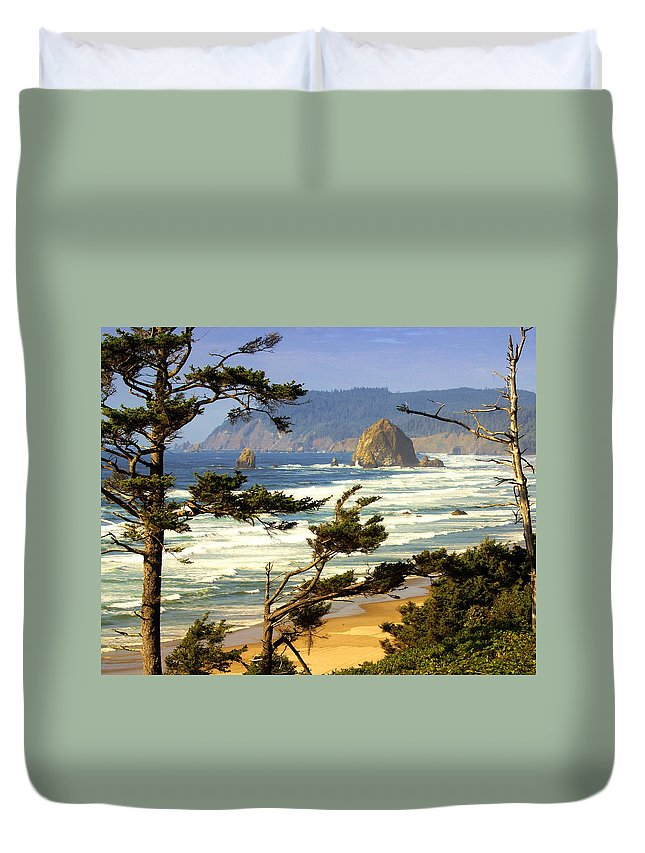 Ocean Duvet Cover featuring the photograph Oregon Coast 15 by Marty Koch