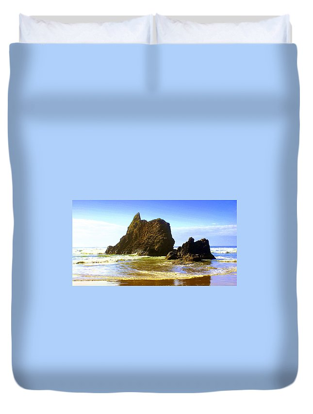 Ocean Duvet Cover featuring the photograph Oregon Coast 16 by Marty Koch