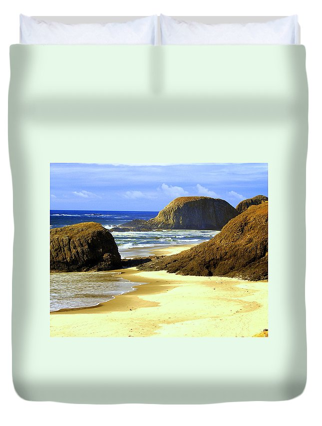 Ocean Duvet Cover featuring the photograph Oregon Coast 18 by Marty Koch