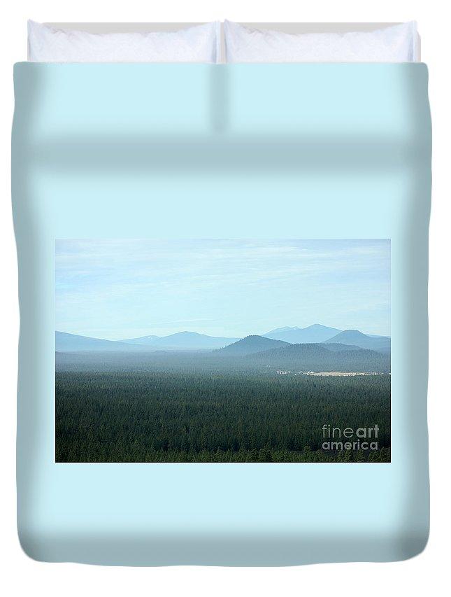 Oregon Landscape Duvet Cover featuring the photograph Oregon Misty Mountains by Carol Groenen