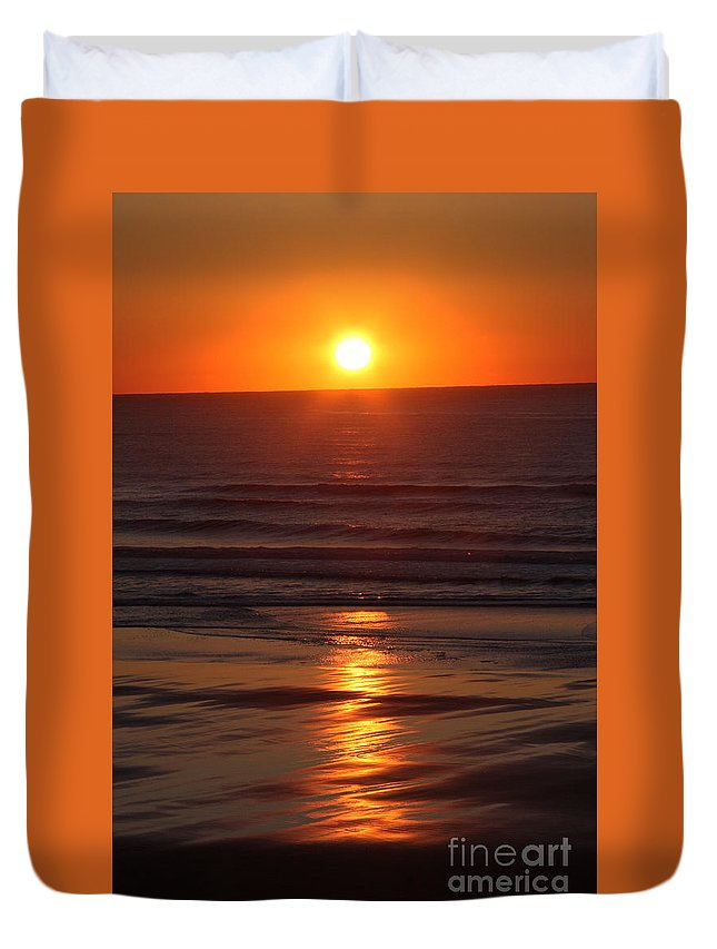 Sunset Duvet Cover featuring the photograph Oregon Sunset by Gary Wing