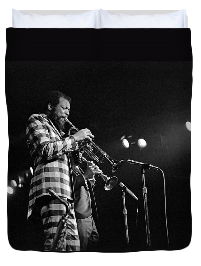 Ornette Colman Duvet Cover featuring the photograph Ornette Coleman On Trumpet by Lee Santa