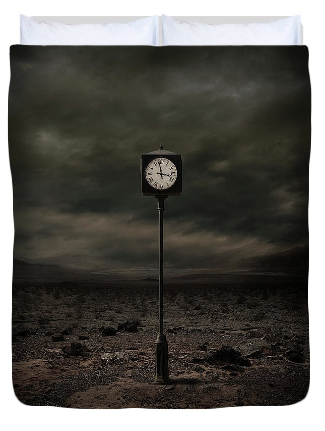 Clock Duvet Cover featuring the digital art Out of Time by Zoltan Toth