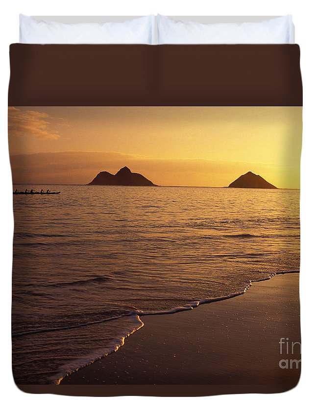Beach Duvet Cover featuring the photograph Outrigger Canoe Paddlers by Dana Edmunds - Printscapes
