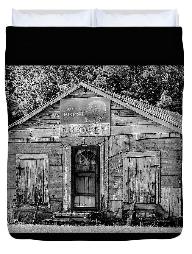 Old Building Duvet Cover featuring the photograph Owen's Store by Lynn Wilson