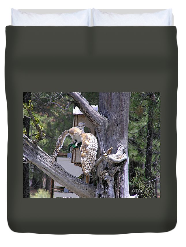 Duvet Cover featuring the photograph Owl Takeoff by Louise Magno