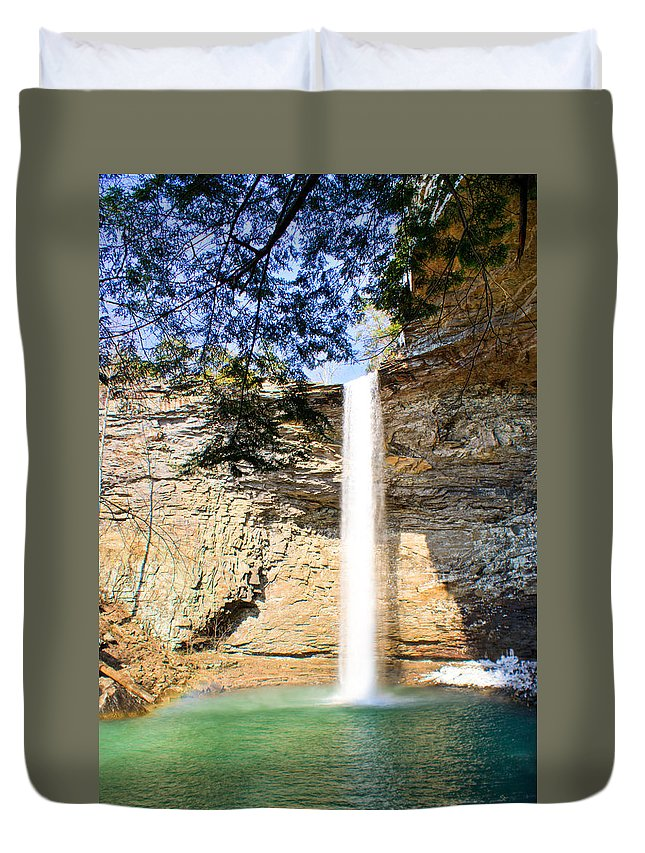 Ozone Duvet Cover featuring the photograph Ozone Falls Focus by Douglas Barnett