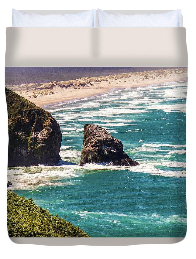 Oregon Duvet Cover featuring the photograph Pacific Ocean Shore by Jonny D