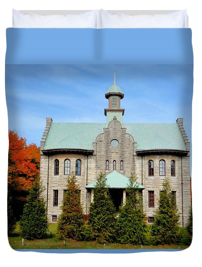 Palenville House Duvet Cover featuring the painting Palenville House 3 by Jeelan Clark