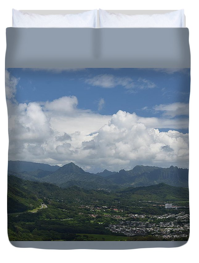 Pali Duvet Cover featuring the photograph Pali Overlook by Samantha Peel