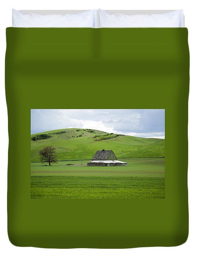 Palouse Duvet Cover featuring the photograph Palouse Old Barn by Louise Magno