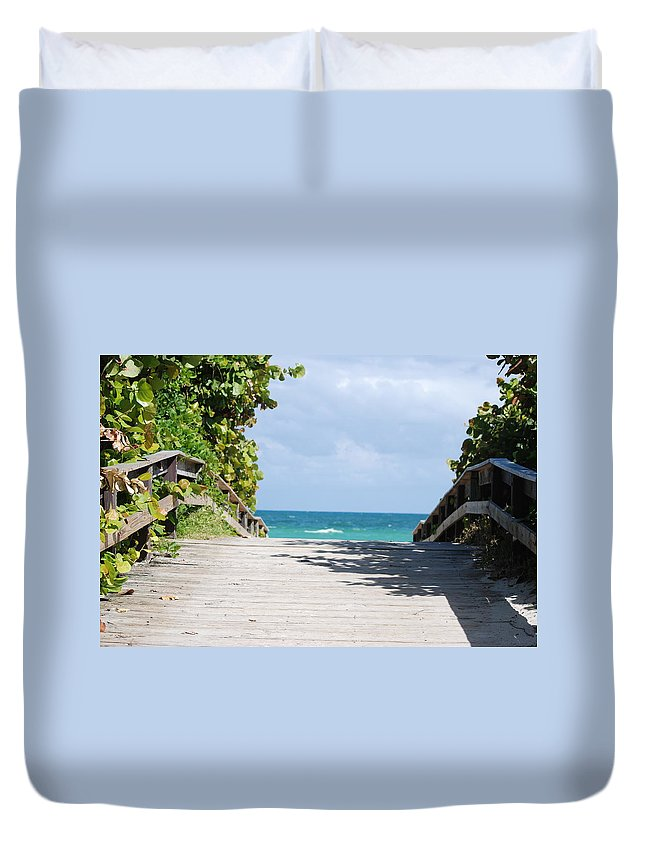 Sea Scape Duvet Cover featuring the photograph Path To Paradise by Rob Hans