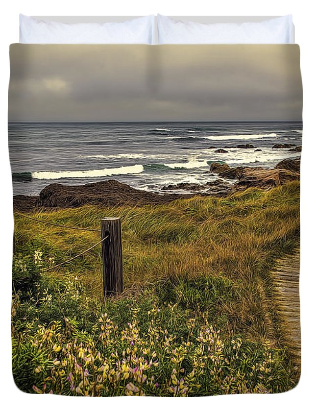Beach Duvet Cover featuring the photograph Path To The Sea by Maria Coulson