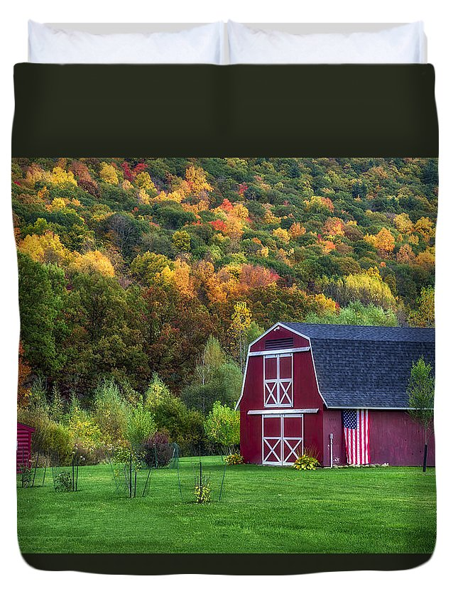 Patriotic Red Barn Duvet Cover featuring the photograph Patriotic Red Barn by Mark Papke