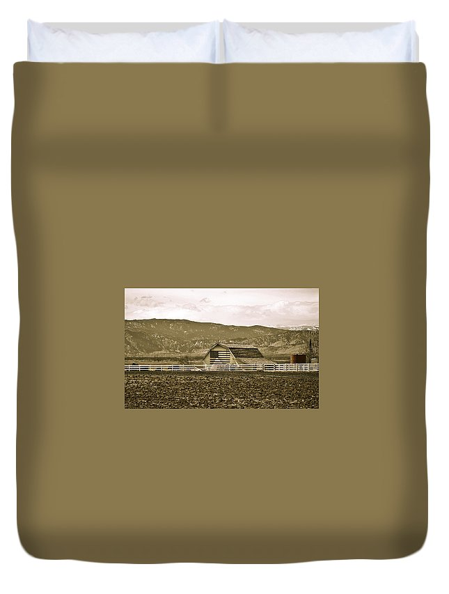 Americana Duvet Cover featuring the photograph Patriotism And Barn by Marilyn Hunt
