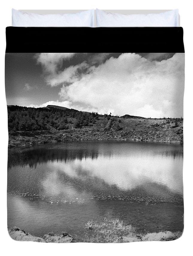 Lake Duvet Cover featuring the photograph Pau-pique Lake by Gaspar Avila