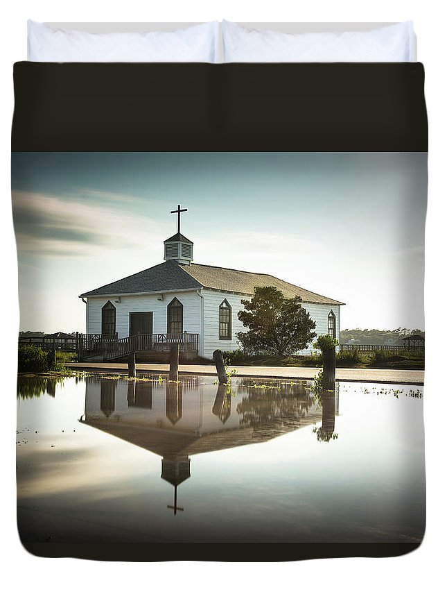 Pawleys Island Duvet Cover featuring the photograph Pawleys Chapel Reflection by Ivo Kerssemakers
