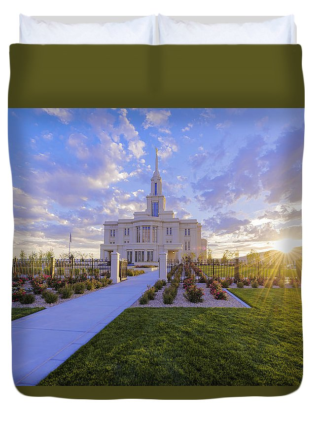 Payson Duvet Cover featuring the photograph Payson Temple I by Chad Dutson