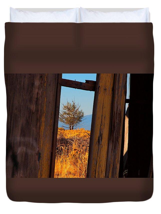 Landscape Duvet Cover featuring the photograph Peeking Thru by Laura Ragland