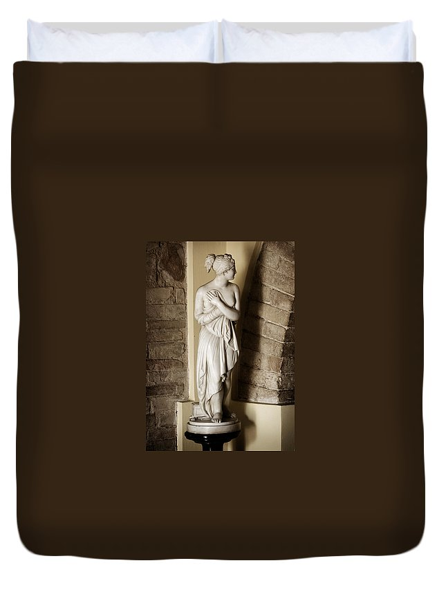 Statue Duvet Cover featuring the photograph Peering Woman by Marilyn Hunt