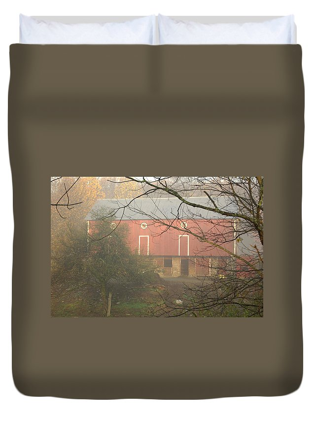 Pennsylvania Dutch Duvet Cover featuring the photograph Pennsylvania German Barn In The Mist by Jay Ressler